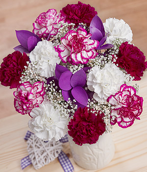 ../A beautiful selection of long-lasting Carnations in white & purple shades accompanied by purple Ruscus.
